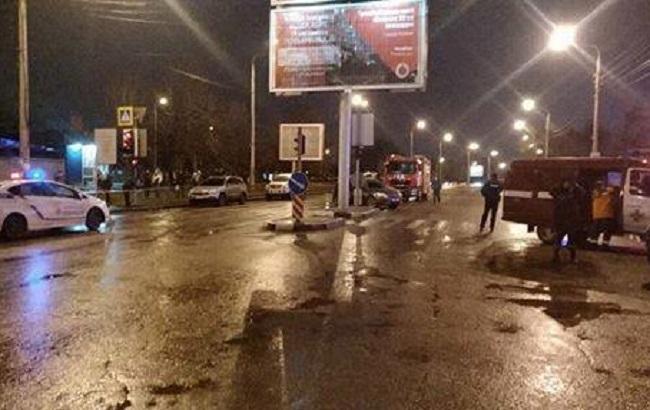Захоплення заручників у Харкові: зловмисник відпустив частину людей (відео)