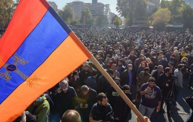 У Єревані проходить мітинг з вимогою відставки прем'єра
