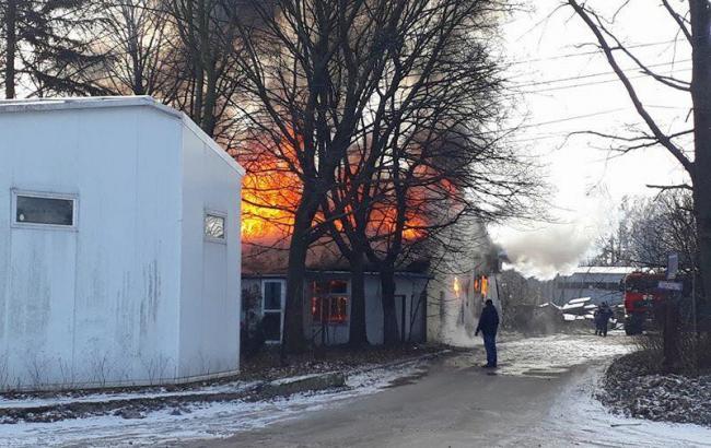 Во Львове произошел пожар на складах лакокрасочных материалов
