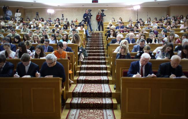День украинской письменности и языка: в Киеве прошел диктант национального единства (фото)
