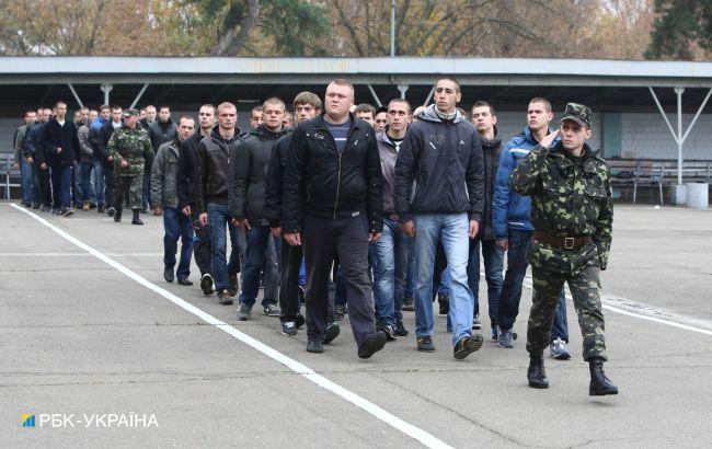 В Украине отменят обязательный военный призыв: у Зеленского назвали сроки