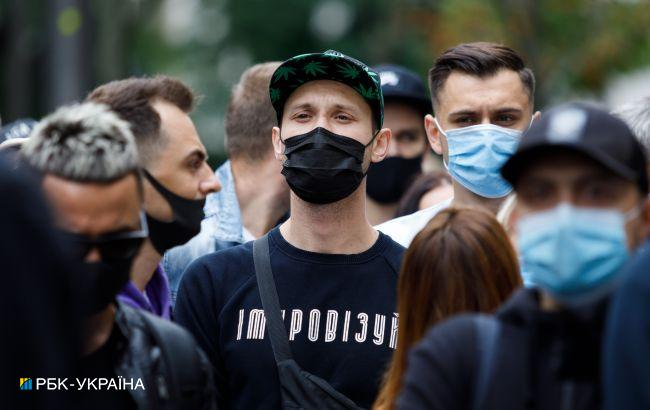 В Украине за сутки обнаружили 890 новых COVID-случаев