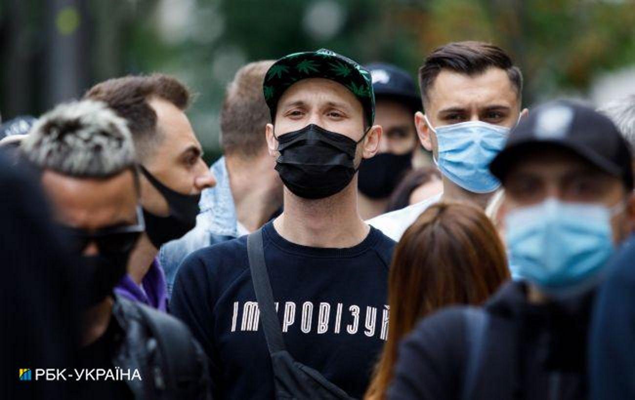 Школы на каникулы и рейды полиции. Как Харьковская область пытается избежать «красной» зоны