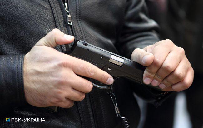 У поліції за хабар видавали дозволи на зброю: встановили понад 800 фактів