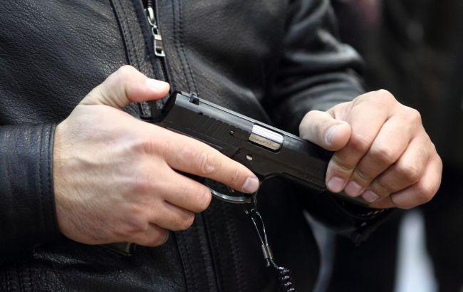 В США полицейский застрелил открывшего стрельбу мужчину