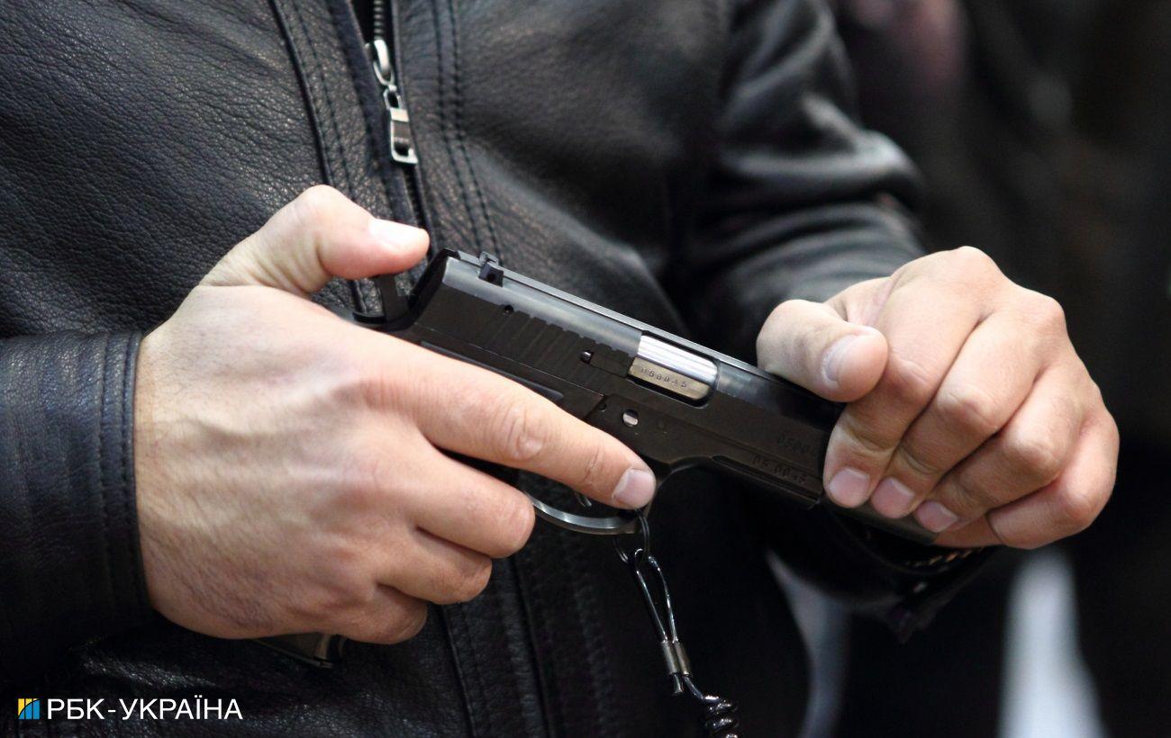 В центре Львова пьяная компания устроила стрельбу средь бела дня (фото)