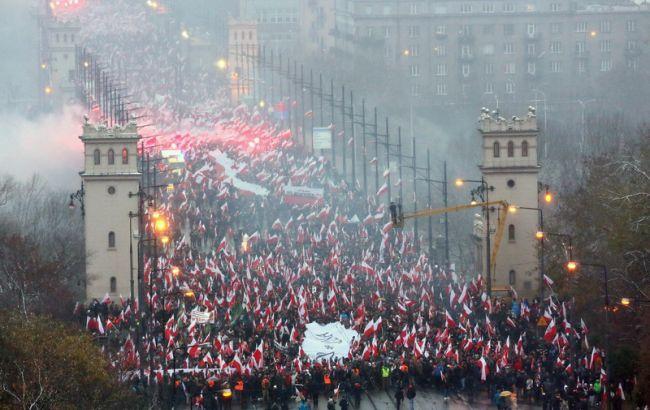Фото: польская прокуратура разбирается с делом о сожженным на Марше независимости флаге