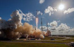 SpaceX успешно запустила ракету с рекордным количеством спутников
