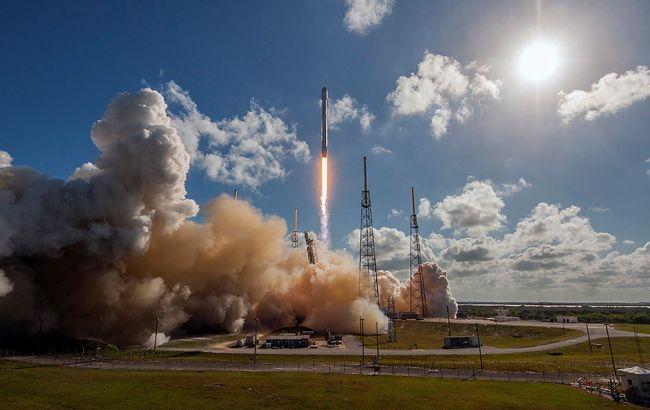 SpaceX успішно запустила ракету з рекордною кількістю супутників