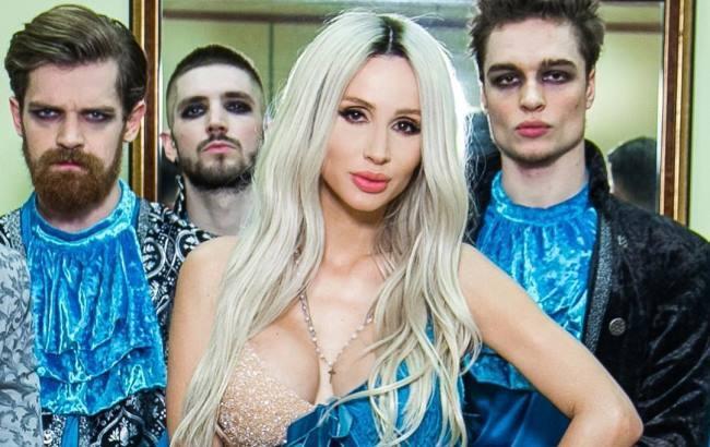 """""""Реально жутко"""": украинская певица шокировала образом в черной фате (фото)"""