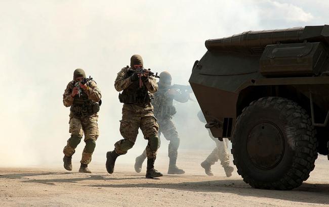 На Донбасі бойовики тричі обстріляли українських військових з початку доби, - Міноборони