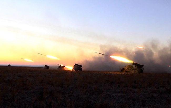 Боевики на Донбассе проводят учения с танками и артиллерией