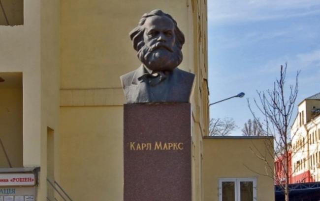 Фото: Пам'ятник Карлу Марксу (Новини - bigmir)net)