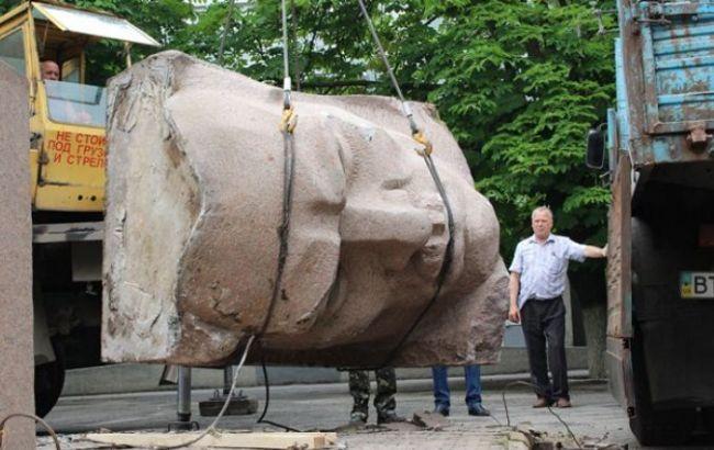 Фото: демонтаж монумента длился около 2 часов