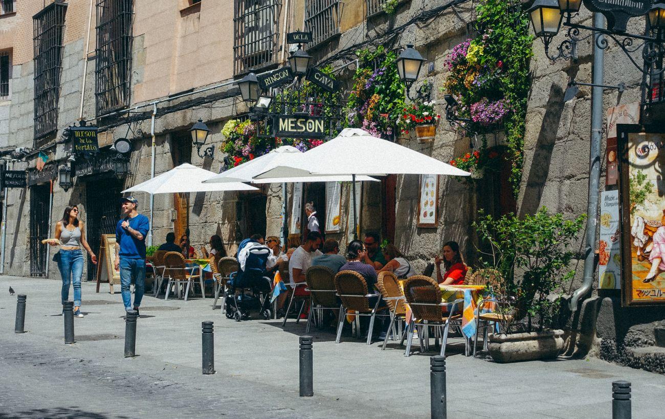 Испания рассчитывает открыть границы для туристов в конце июня