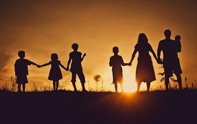 Виплати багатодітним сім'ям: мамам відмовляють в оформленні