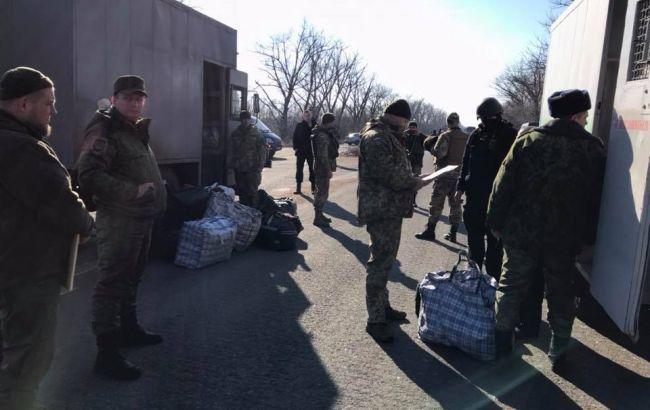 Фото: освобождение заключенных (facebook.com/bohdan.kryklyvenko)