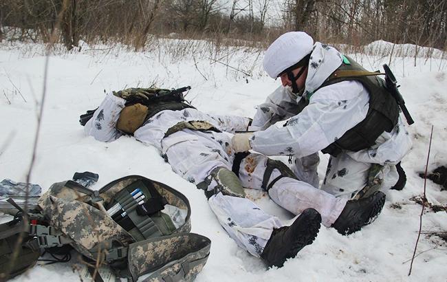 Фото: ранен выйськовий ВСУ (facebook.com/ato.news)