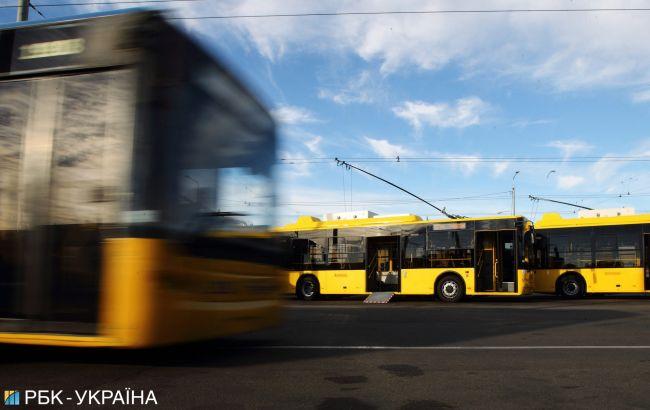 В Житомире в троллейбусе распылили газ в лицо военному, которыйзаступился за пенсионерку