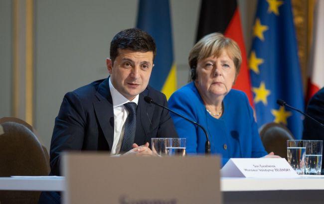 Ускладнюють просування до миру: Зеленський поскаржився Меркель на бойовиків