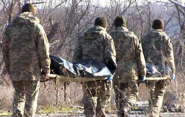 Фото: тело погибшего военнослужащего (facebook.com/ato.news)