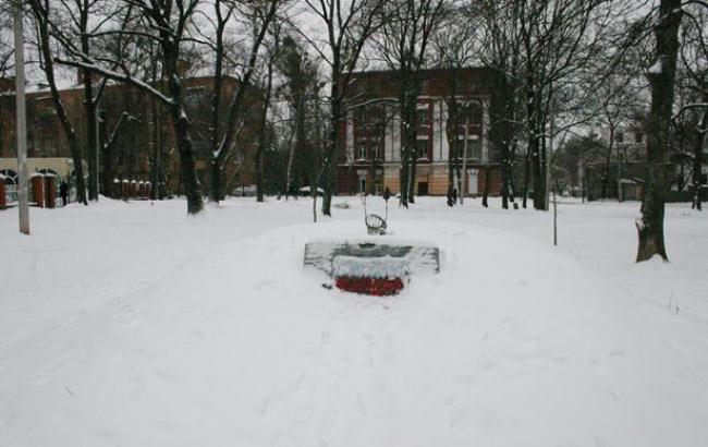 В Харькове вандалы изуродовали памятник воинам УПА (фото, видео)