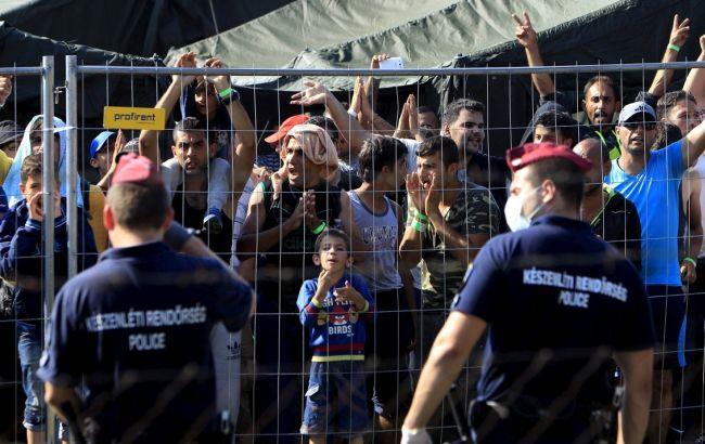 Фото: беженцы на границе с Венгрией