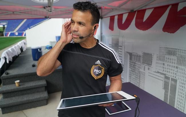 Фото: видеоассистент рефери (fifa.com)