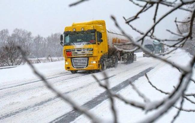 Непогода в Украине: в 6 областных центров ограничен въезд транспорта