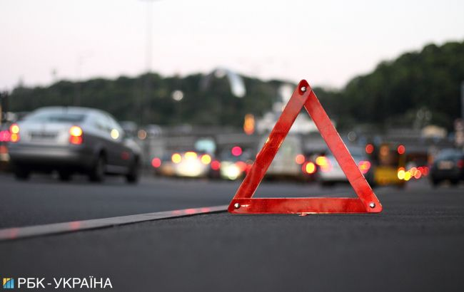У Києві зіткнулися 4 автомобілі, є постраждалі