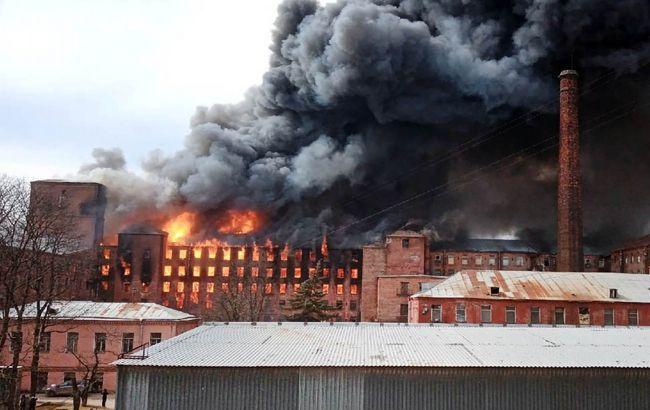 У центрі Санкт-Петербурга масштабна пожежа, горить бізнес-центр