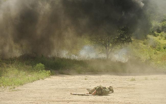 За добу в зоні АТО зафіксовані 14 обстрілів, загинув один український військовий, - штаб