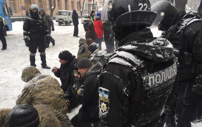 Вофисе омбудсмена говорили о  112 задержанных около  Рады