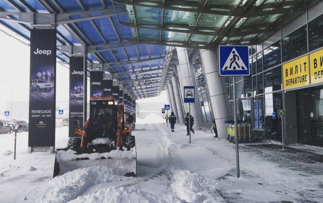 Снегопад вКиеве: столичные аэропорты отменяют рейсы