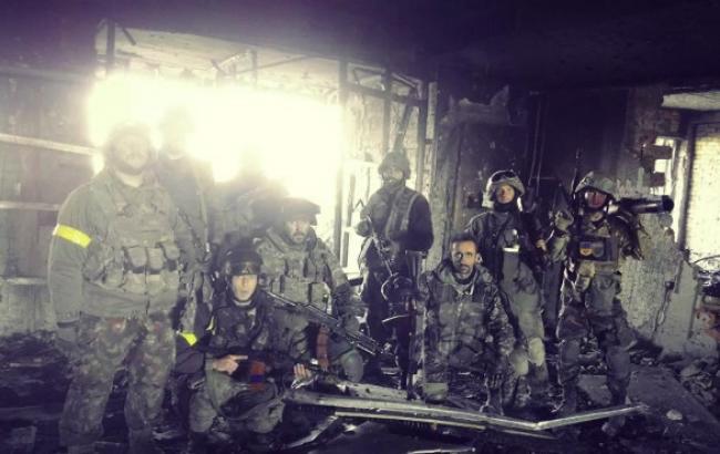 В районі донецького аеропорту за останній час загинули 14 осіб, 16 потрапили у полон, - Міноборони