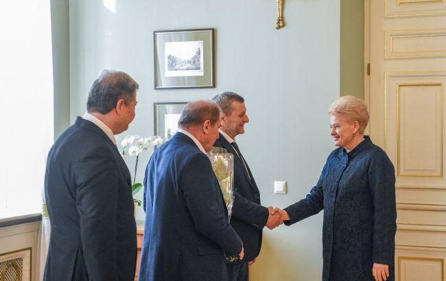 Фото: встреча президент Литвы и представителей Меджлиса (facebook.com/cpUAct)