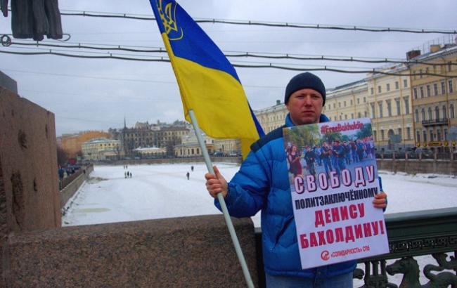 В Питере на активиста с украинским флагом напали с ножом