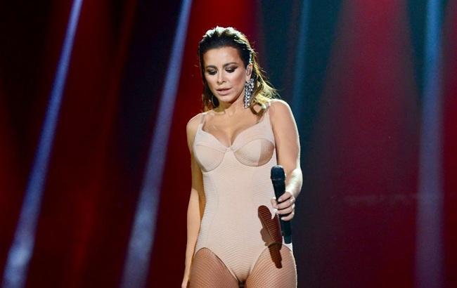 """""""Невдала пародія"""": Ані Лорак розкритикували за виконання пісні Вітні Г'юстон"""