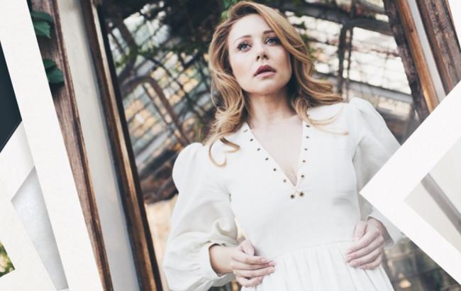 Тина Кароль представила музыкальный фильм с чувственными видео