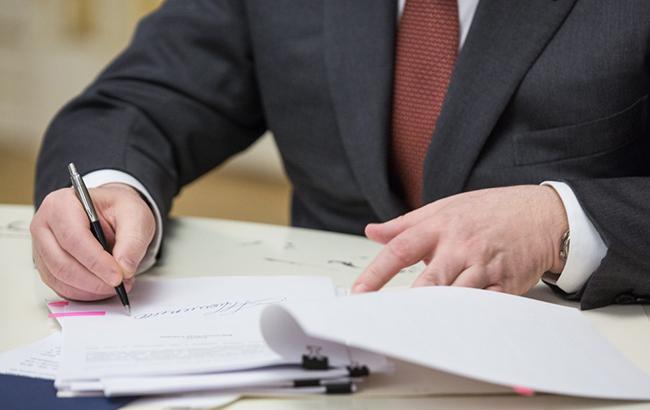 Порошенко підписав закон, що спрощує залучення інвестицій емітентами цінних паперів