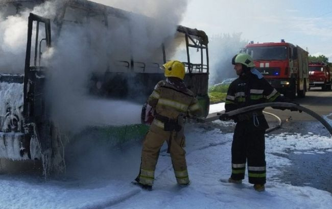 В Харькове на ходу загорелась маршрутка с пассажирами