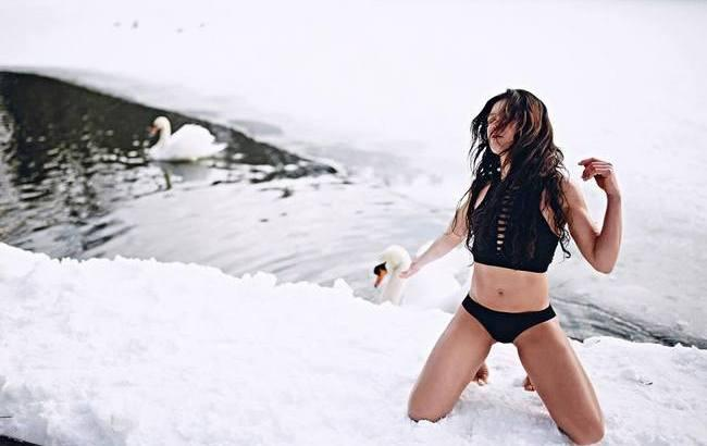 Руслана восхитила поклонников экстремальной фотосессией на снегу