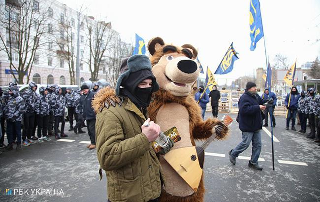 Фото: пикет под посольством РФ в Киеве (РБК-Украина)