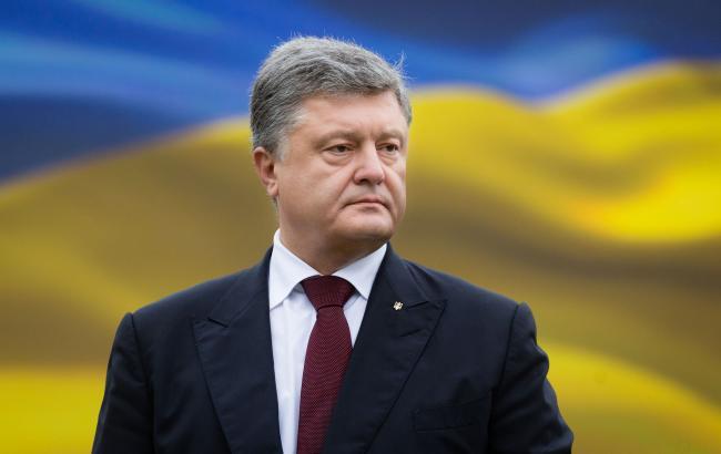 Фото: Порошенка просять скликати засідання РНБО через блокаду Донбасу