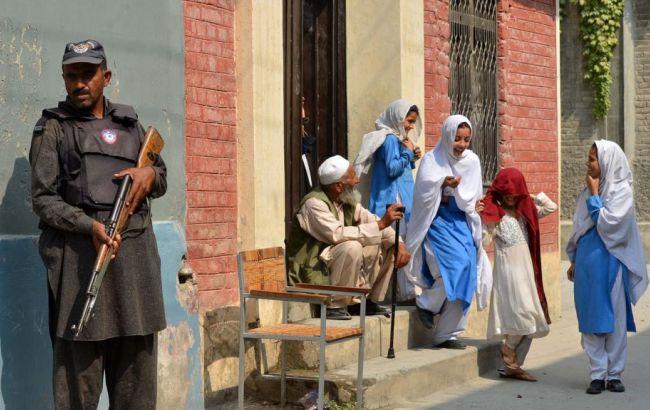 У Пакистані стався вибух біля школи, поранено двох поліцейських