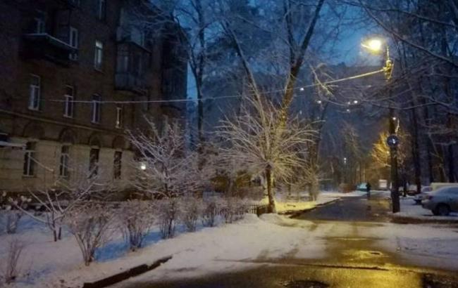 Ну, де ж весна? Умережі показали снігові фото Києва 29 березня