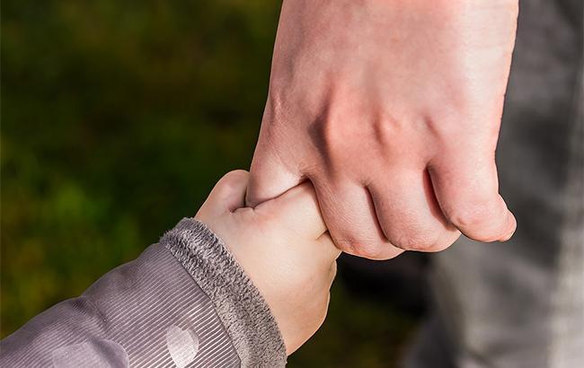Не давала мороженое: соцслужбы забрали у женщины сына