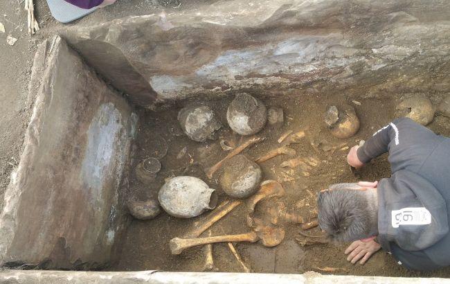 Под Тернополем исследовали древний саркофаг, который озадачил ученых: что выяснилось