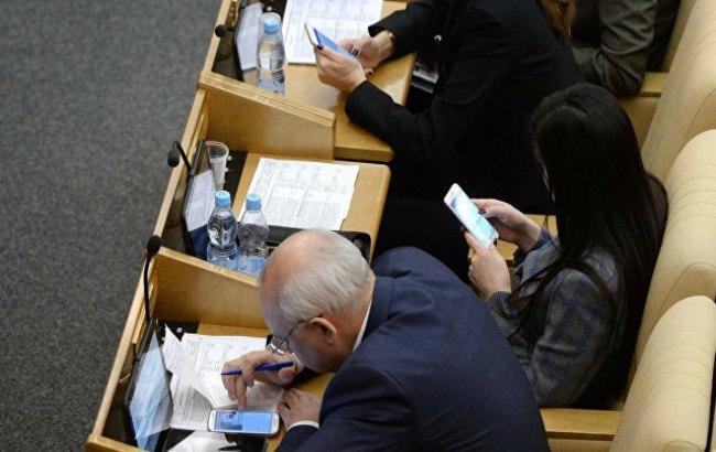 Фото: російським чиновникам заборонять WhatsApp і Viber