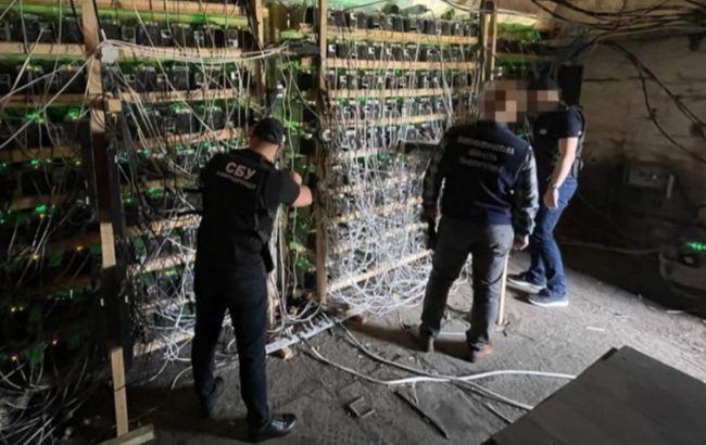 """СБУ разоблачила """"добытчиков"""" криптовалюты, которые подсоединились к электроподстанции"""
